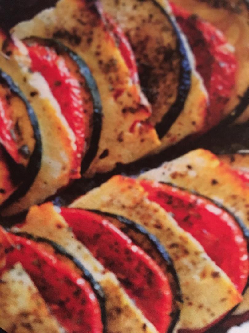 Zapečená rajčata s cuketou a balkánským sýrem