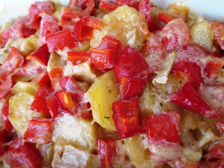 Zapečené brambory se sýrem a kapií