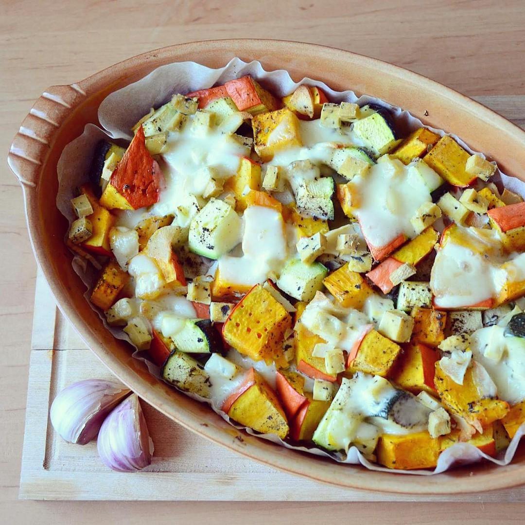 Zapečené hokkaido s cuketou, vejci a sýrem s vůní majoránky